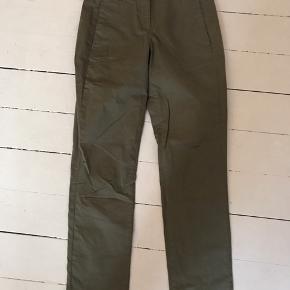 Højtaljede buks fra Rosemunde i army grøn, aldrig brugt