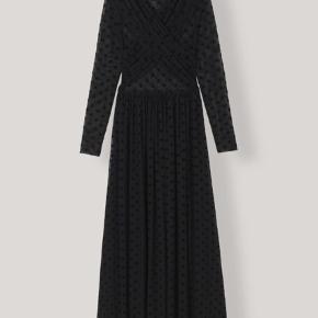 Smukkeste maxi sheer kjole fra ganni sælges! Aldrig brugt ✨ er åben for realistiske bud!