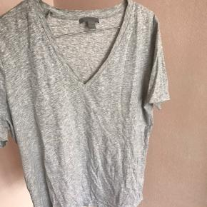 Lækker T-shirt brugt meget få gange💖 Køber betaler fragt