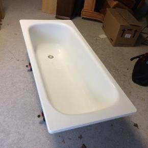 Badekar Kun brugt få gange! Sælger et badekar i glimrende stand, der kun har været brugt få gange, derfor ingen større skrammer eller pletter. Nem at transportere og bære. (46.03)