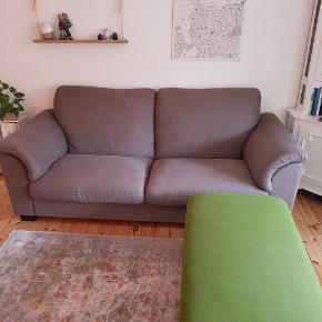 Dejlig blød IKEA sofa med højt ryglæn.  Kommer fra et IKKE ryger eller kæledyr hjem.  Mål: 90cm dyb, 95cm høj ved ryggen, 210cm lang.  Den grønne chaiselong kan tilkøbes for 150,