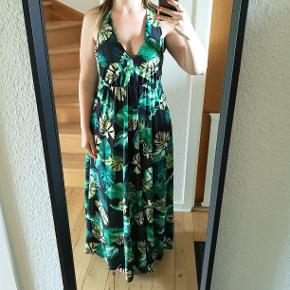 Smuk kjole, brugt 1 gang. One size.