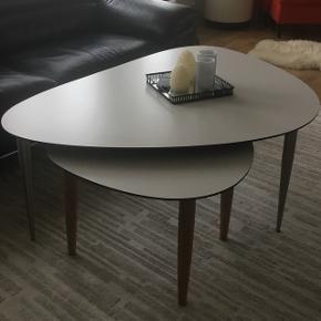 Fra bo bedre sælges dette sæt sofabord. Næsten som nyt, ingen ridser eller skræmmer. Giv et bud