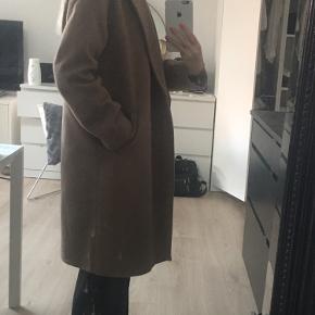 Ingen tegn på slid, købte frakken i februar