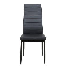 """4 nye, lækre spisestuestole købt i Daells Bolighus. Sælges for min mor.  Spisestuestolene er fremstillet i sort PU og har sorte metalben. Fylder ikke meget. Den høje ryg giver god støtte og oprejst siddekomfort. Nemme at rengøre med en klud vredet op i rent vand. Ingen yderligere vedligeholdelse.   Mål i cm: H95xB41xD49. Sædehøjde i cm: 44.  De 4 stole ligger stadig helt usamlet og ubrugte i original papæske/pakke, der ikke er åbnet, derfor er standen altså """"ny, med prismærke"""". Købt for 596 kr. hvilket stadig er nyprisen.   Mvh Betina Thy"""