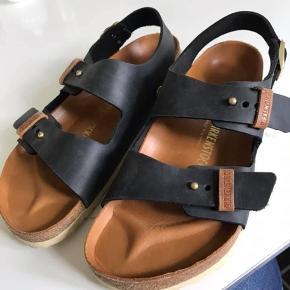 Sprit nye kvalitets sandaler str 44.  Nypris 800.