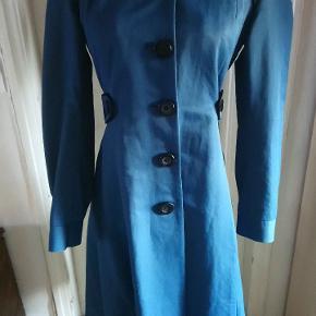 Utrolig smuk frakke, med et flot snit. Byd Kan sendes for købers regning