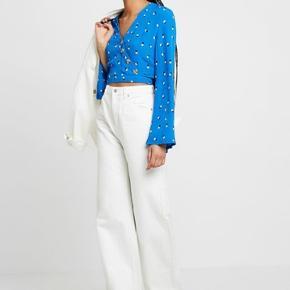 Sælger disse fede bukser fra Weekday da jeg dsv ikke kan passe dem:/ de er str 24/30 og np var 400kr
