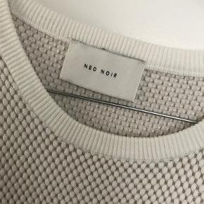 Sælger denne fine trøje fra Neo Noir.