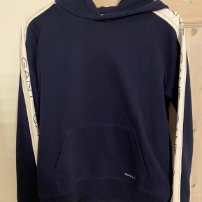 Mørkeblå Gant hoodie sælges. Brugt meget få gange🌸