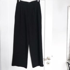 H&M løse brede bukser    størrelse: 36   pris: 150 kr   fragt: 37 kr