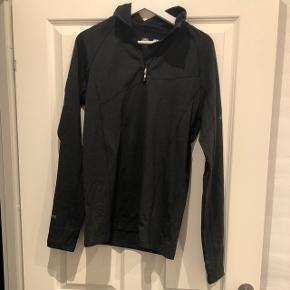 Trøje. Kan både bruges som skitrøje eller trøje til udover træningstøjet.  Str. Small men kan bruges af både mænd og kvinder.  Aldrig brugt.   Kom gerne med et bud.