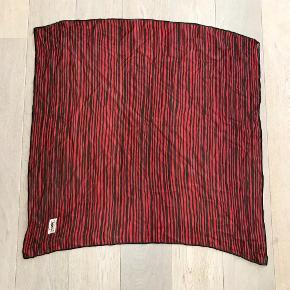 Vintage YSL tørklæde i silke georgette. Sort med røde striber 85x85 cm