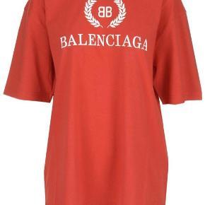 Super fed balanciaga tshirt. Den er brugt 1 gang så den står som ny!  Kvittering fra mytheresa medfølger:)