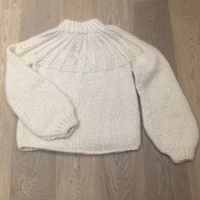 Ganni sweater with the bow detail in the back. Made from mohair and wool.