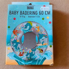 Helt ny baby badering.  Aldrig pakket ud
