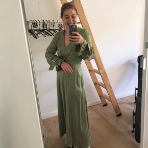 Kjolen er aldrig brugt og har stadig prismærke på. Nypris er 795 kr.