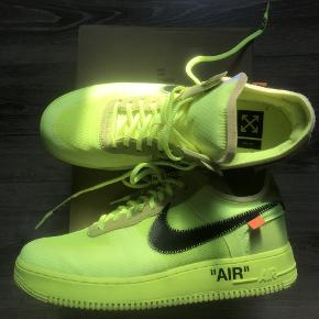Nike x off white. Brugt 3 gange som helt nye. Box og det følger med skoene.  MP 3500kr.  størrelse 44,5  Spar 2500kr i forhold til prisen på stockx!