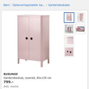 IKEA Busunge Børnegarderobeskab, lyserød. Brugt, men i god stand. Sælger også sengen fra samme serie. Flere billeder sendes gerne.
