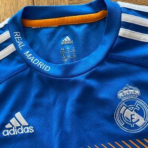 Adidas sportstøj