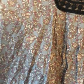Sælger min Ganni kjole fra ældre kollektion. Den er super fin i standen. Kan ikke huske Np.