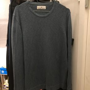 Sælger den e Stone Island trøje da jeg ikke længere har brug for den.  Condition: 8/10  Str: XL - Fitter L Pris: 650kr  Fragt betales af køber.