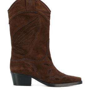 Brune støvler. Cowboystøvler fra Ganni. Aldrig brugt. Sender kun. Køber betaler fragt :)