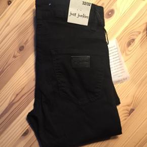 JUST JUNKIES JEANSHelt nye just junkies jeans, aldrig brugt, købt ved en fejl i Salling.  Str: W32L32