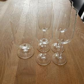 1 øl glas og 4 Champagneglas. 50 kr. Stk.