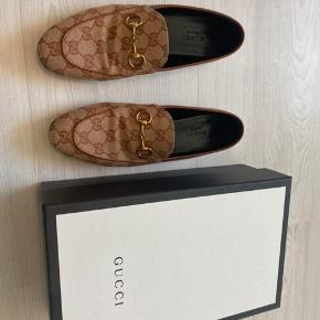 Gucci Loafers str. 37.5  Med boks, dustbags og kvittering.   Useriøse bud bliver ikke besvaret