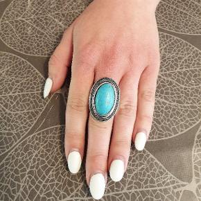 Flot turkis ring i antik sølv. Helt ny. 2 styks i str medium.  Se flere smykker under min profil