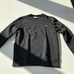 Sælger denne lacoste sweatshirt.  Str: S (fitter omkring 180 cm) Cond: 8