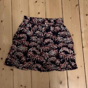 Virkeligt flot Samsøe nederdel i str. xs. I perfekt stand.