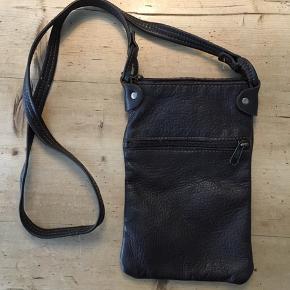 Fin lædertaske. Købt på et marked i Afrika, aldrig rigtig brugt.