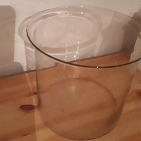 Glas vase / skål / beholder.  Fin stand uden skår eller revner. 20 cm høj og 22 cm i diameter øverst.  Porto 37 kr