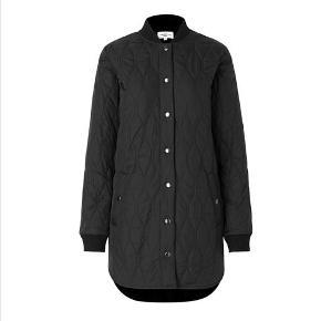 Overvejer at sælge min Global Funk jakke, da den er lige til det lille.  Det er en str. Large. Den er vaske 2 gange, med vaskemiddel til overtøj og aldrig tørretumblet.
