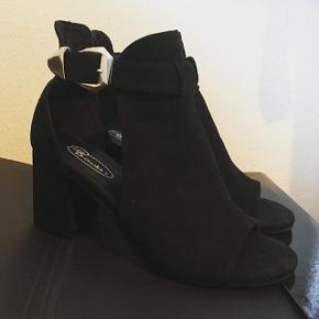 Helt nye lækre sko, sælges da pasformen ikke duer til min fod.
