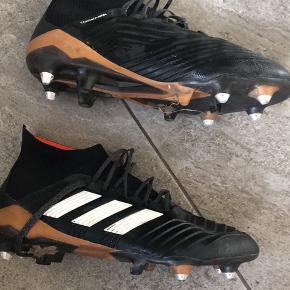 En rigtig god fodboldstøvle med jernknopper.