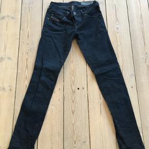 Skinny jeans, Diesel str. 25