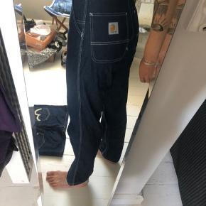 Sælger disse carhartt jeans i 26/32. De er brugt kun 1 gang og er i perfekt stand