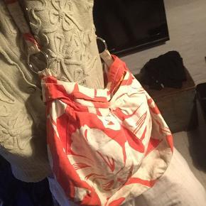 Fin vintage taske! Trænger til en vask - tror det kan vaskes af, men sælges billigt da jeg ikke er sikker  BYD