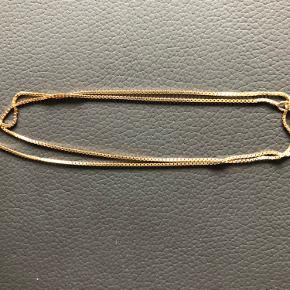 Flot venezia kæde i 8kt Måler 45cm / 1.0mm Kender ikke vægten.  Den er ubrugt, fremstår som ny. Bytter ikke Fast pris  INGEN BUD TAK!