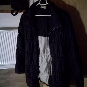 Har denne jakke i str 42, sælges da den ikke bruges