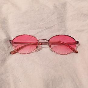 """💕lækre lyserøde """"Y2K"""" solbriller. helt nye, ingen ridser eller noget💕"""