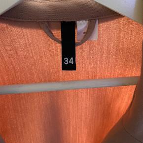 Sælger fin blazer. Passer Xs/Small