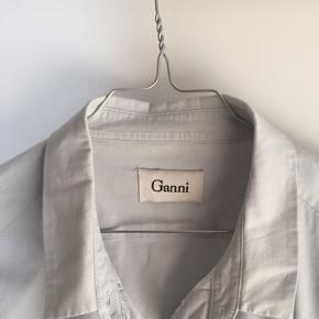Flot ganni skjorte 😊 aldrig brugt