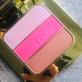 Brand: Tom Ford Varetype: Soleil Contouring Compact  Farve: Soleil Afterglow  Kun brugt 1 gang.