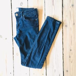 Flotte Lee jeans   91% cotton 6% polyester 3%.elastane    20-A