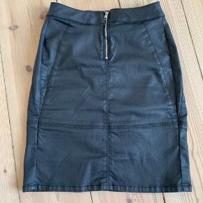 "Calvin Klein Jeans nederdel med ""mat"" overfalde, str 25 :-)"