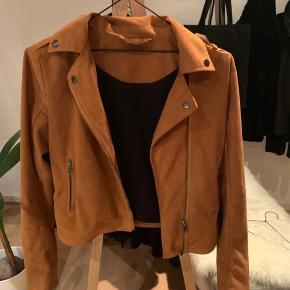 Sælger min ynglings jakke fra Project unkown som er købt i message. Den sælges da den er blevet for lille